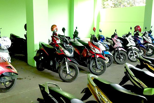 Sarana Parkir Motor
